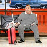 Geblieben sind Johnny Rotten, der eigentlichJohn Lydon heißt, die roten Haare. Von einem rebellischen Punk scheint aber ansonsten nicht mehr allzu viel in ihm zu stecken. Mit schwarz-weiß-gestreifter Couch-Kartoffel-Kombi ist er am Flughafen von L.A. tatsächlich kaum wiederzuerkennen.