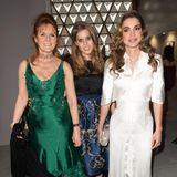 """Fashion-Shows und Charity ist immer eine gute Kombi: Hier feiernSarah Ferguson, ihre Tochter Prinzessin Beatrice und Königin Rania von Jordanien beim """"Fashion for Relief""""-Event in Cannes 2017."""