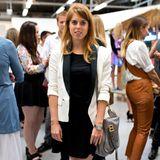 Prinzessin Beatrice besucht die Londoner Fashion Week 2014, hier ist sie Front-Row-Gast bei Designer Markus Lupfer.