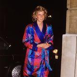 Bei einem Empfang während der Londoner Fashion Week 1988 zeigte sich Prinzessin Diana sogar ganz style-mutig im knalligen Pyjama-Dress aus dem damals angesagten ModesalonBellville Sassoon.
