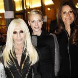 Luxusmodehäuser und Fürstenhäuser passen wunderbar zusammen, wie hier im Falle von Donatella Versace und Monegassen-Fürstin Charlène.