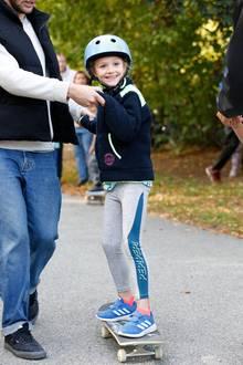 16. September 2018  Achtung festhalten!Hier kommt Prinzessin Estelle auf dem Skateboard.