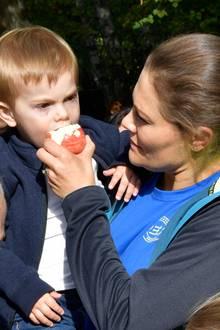 16. September 2018  Gesunde Ernährung scheint Prinzessin Victoria für ihre Kinder besonders wichtig zu sein. Deshalb bekommt Prinz Oscar auch erstmal eine ordentliche Portion Vitamine.