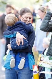16. September 2018  Na, hat da einer keine Lust mehr? Prinz Oscar scheint müde und quengeligzu sein. Mama Prinzessin Victoria kriegt dies am lebendigen Leib zu spüren.