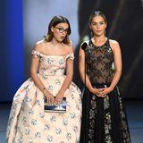 Gemeinsam eigenwillig: Millie Bobby Brown in Calvin Klein by Appointment und Emilia Clarke in Christian Dior Haute Couture