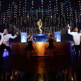Eine Gruppe von Tänzern performt während derEmmy-Awards.