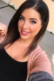 In den vergangenen Jahren hat sich bei der Dschungelkönigin Jenny Frankhauser in Sachen Hairstyling so einiges getan. Von Blond auf Braun, von kurz auf lang - bei derHalbschwester von Daniela Katzenberger wird es nicht langweilig. Jenny zeigt sich nun auf Instagram ohne Extensions und mit einem Long-Bob. Diesen natürlicheren Look von Jenny finden wir persönlich am besten!
