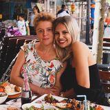 Auch die hübsche Ex-Love-Island-Teilnehmerin Stephanie Schmitz (rechts) hat kurzen Prozess gemacht und sich von ihrer blonden Wallemähne getrennt. Wir finden: Der Long-Bob steht ihr ausgezeichnet!