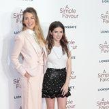 Über 20cm Größenunterschied trennen die Schauspielerinnen Blake Lively (1,78) und Anna Kendrick (1,57). Damit ist Anna Kendrick trotz Highheels einen ganzen Kopf kleiner als Blake Lively.