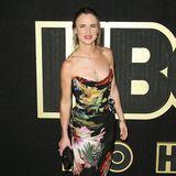 Juliette Lewis zeigt sich bei der Party von HBO im floralen Bustier-Dress ganz sommerlich.