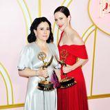 """""""The Marvelous Mrs. Maisel""""-Stars Alex Borstein und Rachel Brosnahan feiern ihren Emmy-Erfolg bei der Party von Amazon Prime Video. Alex tut das sogar in ihrem alten Brautkleid."""