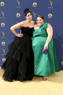 Comedian Sarah Silverman (l.) und Schauspielerin Chrissy Metz versprühen gute Laune auf dem Red Carpet.