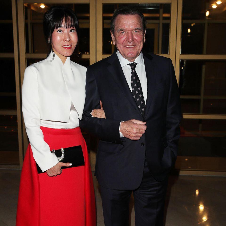 Im Mai haben Altkanzler Gerhard Schröder und Soyeon Schröder-Kim in Seoul geheiratet, in Berlin wird das nun gefeiert