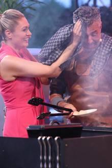 """Ein schweißtreibendte Angelegenheit: Am 23. September tritt Profikoch Roland Trettl """"Grill den Profi –Sommer-Special"""" vor das offene Feuer ... und grillt!"""