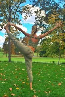 Model Gisele Bündchen weiß, wie wichtig das Dehnen der Muskeln vor dem Sport ist. So hält sie ihren Körper fit für den Laufsteg.