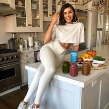 Olivia Culpo in ihrer Küche.