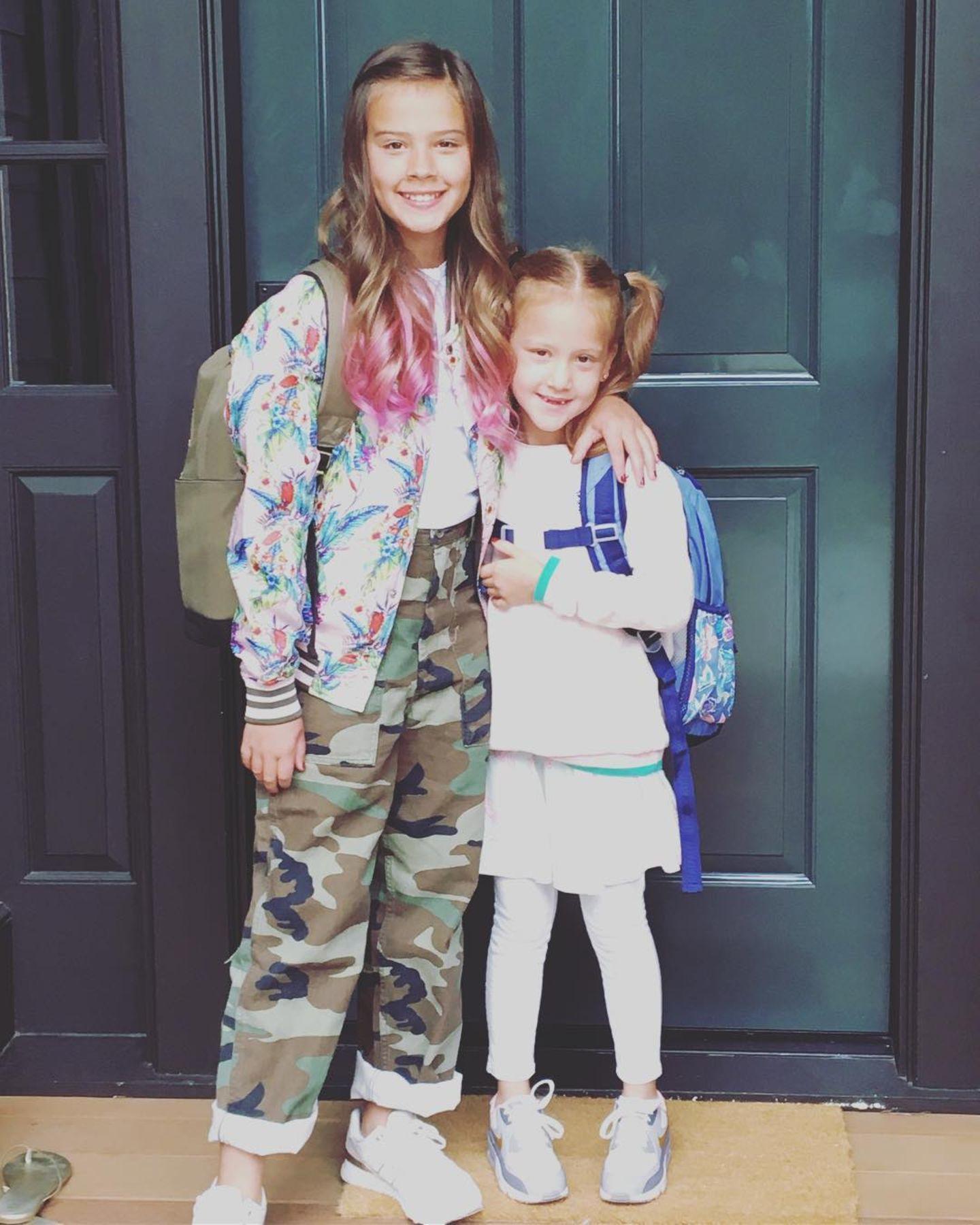 """4. September 2018  Wow! So groß sind die Mädels Haven und Honor von Jessica Alba bereits. Wehmütig schreibt Jessica Alba zu diesem Bild: """" Meine Babies werden erwachsen."""""""
