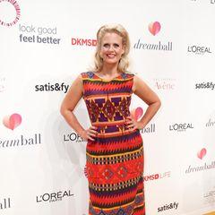 Dreamball 2018: Inspiriert von Teppichen des Orients hat das Couture-Haus dieses farbenfroh Kleid erschaffen, das Barbara Schöneberger zum Dreamball trägt.
