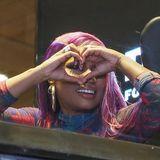 19. September 2018  Bei einer Store-Eröffnung des Jeans-Klassikers Diesel scheint Nicki Minaj ganz verliebt in die neue Kollektion zu sein.