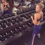"""Mitte September beginnt Toni Garrn ihr Sportprogramm für """"Victoria's Secret"""". Innerhalb der nächsten drei Monate wird sie sich mit Kurzhanteln in Form bringen. Eine Übung: Plank Dumbbell Rows."""