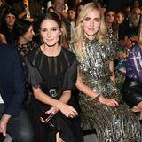Sie sitzt in der Front Row direkt neben Chiara Ferragni.