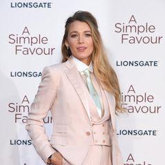 """Heute ist Blake Lively glückliche Ehefrau und Mama.Im September 2012 heiratetsie ihren Freund Ryan Reynolds, mit dem sie mittlerweile zwei Kinder hat. Sie spieltneben """"Gossip Girl"""" auch in weiteren Produktionen eine Rolle, zum Beispiel in den Kinofilmen """"Green Lantern"""" oder """"Savages""""."""