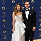 Das wohl schönste Paar der Woche geben Jessica Biel und Justin Timberlake am 18. September bei den Emmys ab. Jessicas Couture-Kleid von Ralph & Russo überzeugt durch große Drapierungen und Volants, die zauberhaft in einer Schleppe enden. Und Justin? Der bringt uns in einem klassischen Anzug um den Verstand.