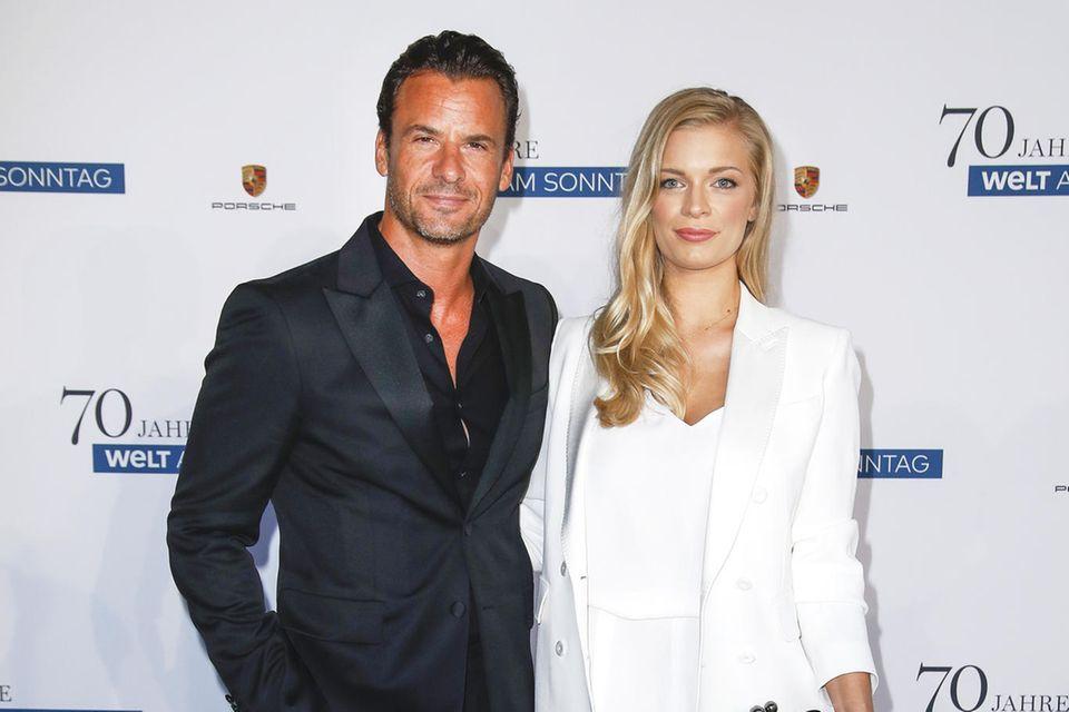 Beim Geburtstag der WELT AM SONNTAG in Hamburg wurde Stephan Luca erstmals gemeinsam mit der neuen Frau an seiner Seite, Louisa, im Hotel The Fontenay gesehen.