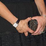 Seit Anfang September trägt Victoria eine Uhr vom HerstellerCarl Edmond. Diese ist quadratisch, hat einen leichten Goldrahmen und kostet gerade einmal 200 Euro.