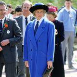 LadyDiana (†) trug bereits vor 20 Jahren, 1988 zum Glasgow Garden Festival, einen Mantel in Royalblau. Ihr Modell war jedoch deutlich weiter geschnitten.