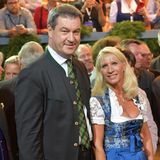 22. September 2018  Bayerns Ministerpräsident Markus Söder posiert mit Ehefrau Karin.