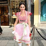 Ungewöhnlich ist der Wiesn-Look von Viktoria Lauterbach. Dieses Outfit könnte auch aus dem Kostüm-Verleih stammen.