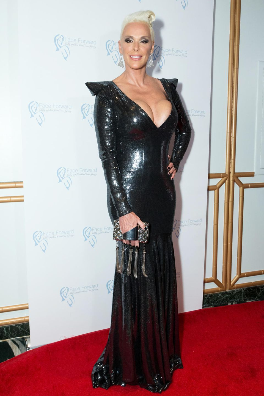 Ende Juni ist Brigitte Nielsenmit Mitte 50 noch einmal Mutter geworden. Knapp drei Monate später zeigt sie sich bei den Emmys in einem hautengen, schwarzen Paillettenkleid und präsentiert uns einen knackigen After-Baby-Body.