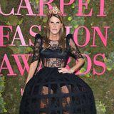 Extravagant wie üblich präsentiert sich die Fashion-Journalistin Anna Dello Russo.