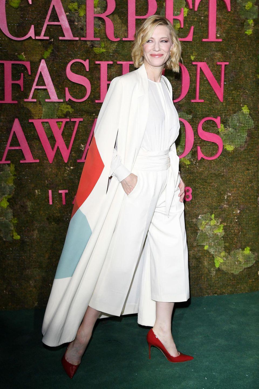 Auch Cate Blanchett steht Nachhaltigkeit hervorragend. Das Ensemble stammt aus der Green Carpet Collection 2014 von Stella McCartney und ist aus zertifiziert organischerSeide und Wolle gefertigt.