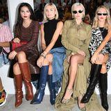 Mitten in der Front Row bei Roberto Cavalli ist die deutsche Instagrammerin Xenia Overdose zu entdecken.