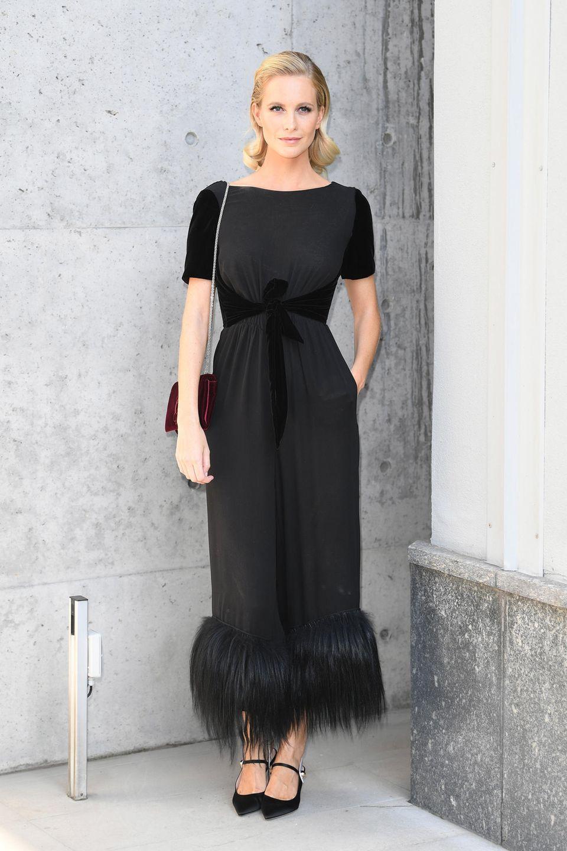 Poppy Delevingne ist ebenfalls zu der Show des Mode-Giganten gekommen.