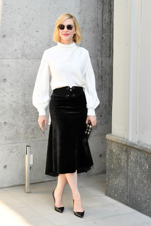 Cate Blanchett genießt den italienischen Sonnenschein vor der Show von Giorgio Armani.