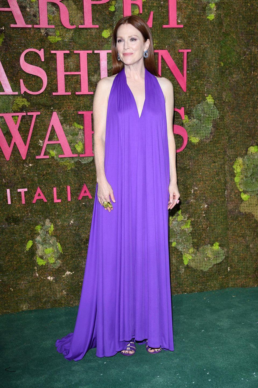 "Julianne Moores elegantem Ferragamo-Dress sieht man gar nicht an, dass es, aus ""PerPETual""-Jersey, also zu 100% aus recycelten PET-Flaschen besteht."