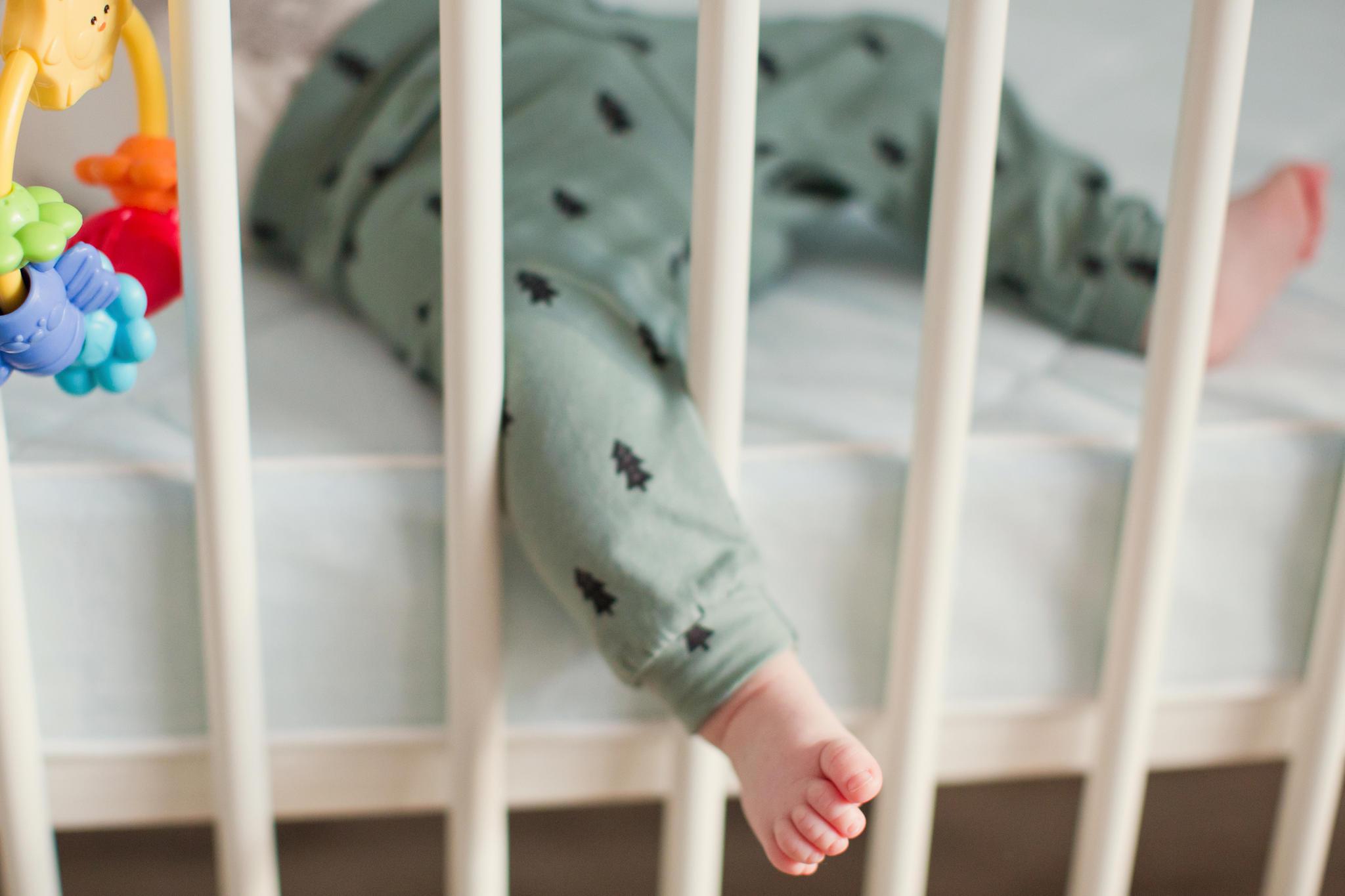 Im Kinderbett lauerte die große Gefahr (Symbolbild)