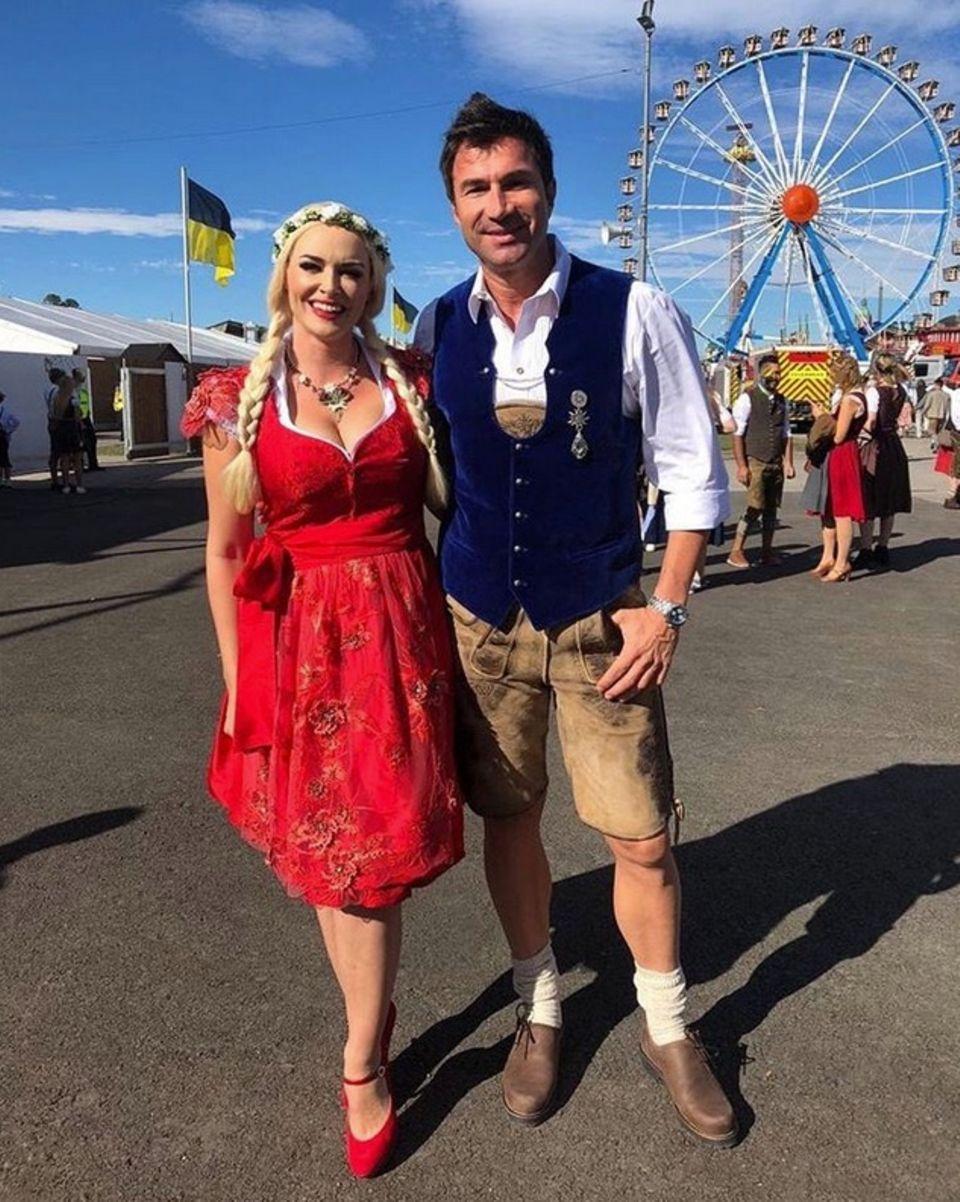 Ohne Tochter Sophia geht es für Daniela Katzenberger und Lucas Cordales zum beliebtesten Volksfest nach München.