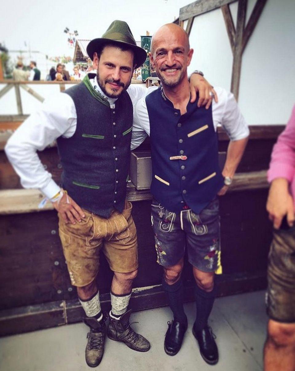 Manuel Cortez und Peyman Amin zeigen sich traditionell in Tracht.