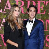 Und so sieht der Frechdachs von damals heute aus. Flynn Busson ist nicht nur mittlerweile so groß wie seine Supermodel-Mama, sondern mindestens auch so gutaussehend. Der 20-Jährigebegleitet seine Mutter hier zu den Green Carpet Fashion Awards in Mailand.