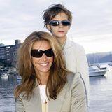 90er-Supermodel Elle Macpherson galt (und gilt immer noch) als eine der schönsten Frauen der Welt, und aus der Beziehung zu Multi-Millionär Arpad Busson, die 2005 endetet, sind zwei Söhne, Flynn und Aurelius Cyentstanden. Der süße Flynn war auf diesem Foto gerade mal süße sechs Jahre alt.