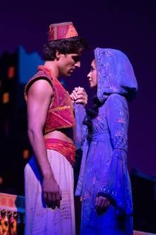 Zusammen mit Schauspiel-PartnerPhilipp Büttner verzaubert Mandy Capristo im Musical Disneys Aladdin die Bühne der NeuenFlora in Hamburg. Für die Rolle der Jasmin probt Mandyseit August 2018.