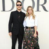 """Die Schauspieler Christopher Charles Wood und Melissa Benoist geben nicht nur auf der Leinwand ein tolles Paar ab. Auch während der Fashion Week zeigen sich die """"Supergirl""""-Stars als stylisches Duo - so wie hier bei Dior."""