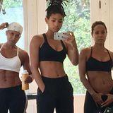 """""""Das drei Generationen Ding"""", postet Jada Pinket Smith (rechts). Auf dem vor Bauchmuskeln nur so strotzenden Foto von Will Smiths Ehefrau posieren Tochter Willow Smith (Mitte)und MutterAdrienne Banfield-Jones."""