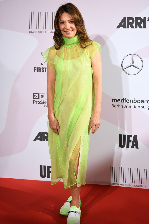 """24. September 2018  Schauspielerin Iris Berben ist auf dem Red Carpet der """"First Steps Award""""-Nachwuchsfilmpreisverleihung in Berlin einer der Hingucker."""