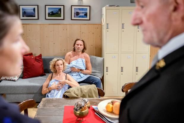 Michael und Natascha werden halbnackt von Alfons erwischt