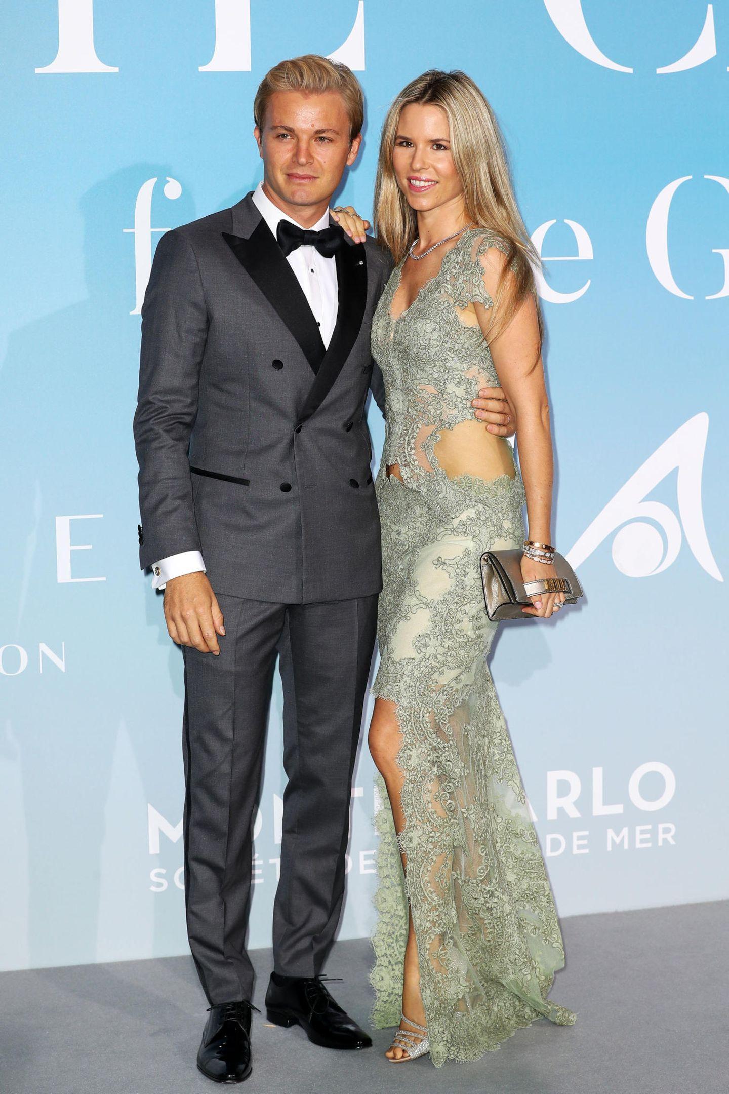 Nico Rosberg und seine Frau Vivian zeigen sich in eleganten Grautönen.